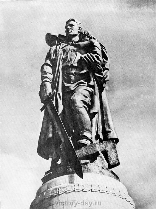 Фото 9. Первый в США памятник участникам ВОВ.